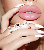lips nude nails