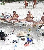 beauty beach bottomless
