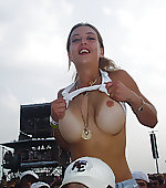 concert tittyflash