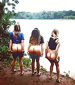 3 girls mooning