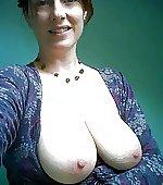 Busty mom selfie